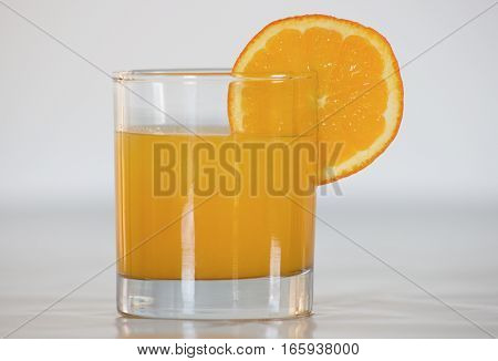 fresh orange juice in glass with the slice of orange