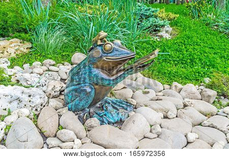 KHARKOV UKRAINE - MAY 20 2016: The bronze sculpture of frogs with a book next to the pond in Gorky Park on May 20 in Kharkov.