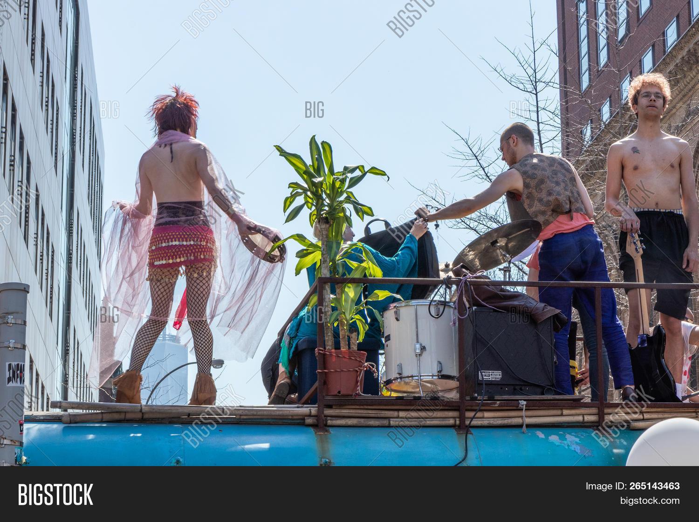 New York, Usa - April Image & Photo (Free Trial) | Bigstock