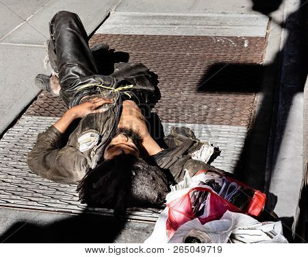 New York, Usa - Sep 23, 2017: Manhattan Street Scene. A Homeless Man Sleeps On The Streets Of Manhat