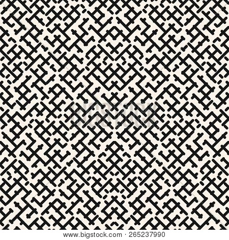 Vector Seamless Pattern Of Maze. Stylish Modern Black And White Geometric Texture With Diagonal Cros