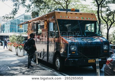 New York, Usa - May 30, 2018: Man Ordering Food From Los Tacos City Habanero Truck Parked On A Stree