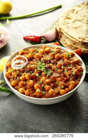 Delicious Channa Masala , Chick Peas Curry With Indian  Roti Nan