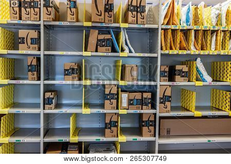 Lafayette - Circa October 2018: Amazon Store At Purdue. A Brick-and-mortar Store Customers Can Recei