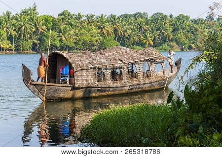 Kochi, Kerala, India - January 12, 2015: Backwaters In Kerala Is A Network Of 1500 Km Of Canals Both