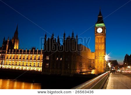 Night shot of the Big Ben and the Houses of Parliament in London