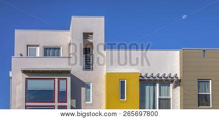Sunlit Modern Home With Flat Roof In Daybreak Utah