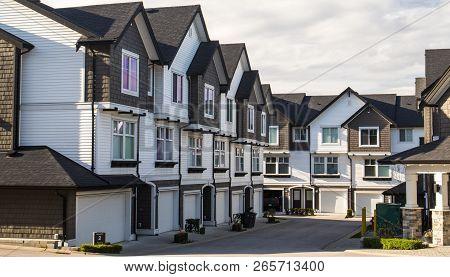 Freshly Build Townhomes In Beautifull Row.