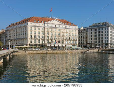 Geneva, Switzerland - September 24, 2016: The Rhone River And Buildings Of The City Of Geneva Along