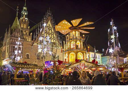 Wroclaw, Poland - December 7, 2017: Christmas Market In The Heart Of Wroclaw Near Cityhall