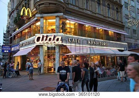 Vienna, Austria - September 4, 2011: People Visit Aida Cafe In Vienna. Vienna Is The 17th Most Visit