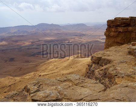 Ramon Crater (makhtesh Ramon), The Largest In The World, Mitzpe Ramon, Negev Desert, Israel Major To