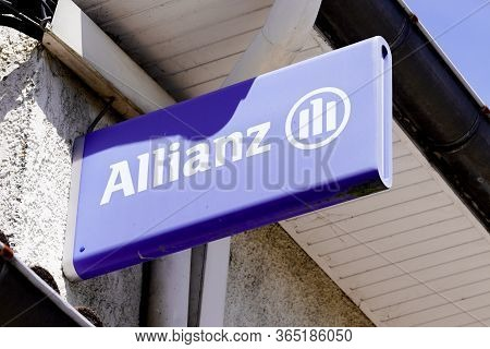 Bordeaux , Aquitaine / France - 05 05 2020 : Allianz Insurance Logo Blue Sign Store Office Brand Fre