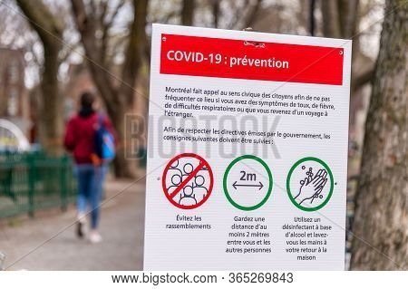 Montreal, Ca - 8 May 2020 : Sign Showing French Covid-19 Safety Guidelines At The Entrance Of A Park