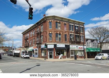 Lawrence, Ma, Usa - Apr. 24, 2019: Historic Comercial Buildings On Essex Street Between Newbury Stre