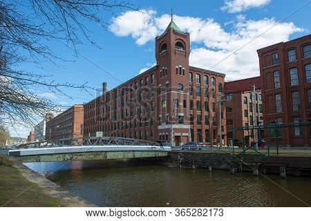 Lawrence, Ma, Usa - Apr. 24, 2019: Historic Pacific Mills By The Merrimack River Canal In Downtown L