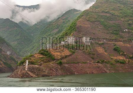 Shengli Street, China - May 6, 2010: Xiling Gorge On Yangtze River. Gray Houses Build On Edge Upon B