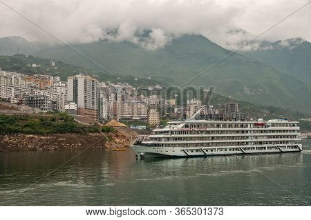 Xinling, China - May 6, 2010: Xiling Gorge On Yangtze River. President Cruise Boat On Green Water In