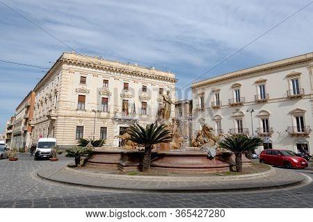 Siracusa, Sicily - February 13, 2020: Fontana Di Diana (fountain Of Diana) At The Piazza Archimede T