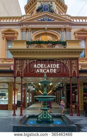 Adelaide, Australia - November 11, 2017: Adelaide Arcade Shopping Mall Entrance With Fountain In Fro
