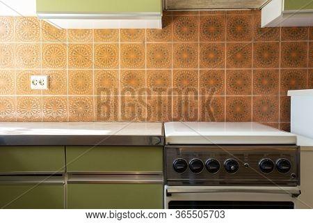 Vintage Retro Kitchen With Orange Pattern Tiles, American Retro Kitchen Home Interior Design 70's St
