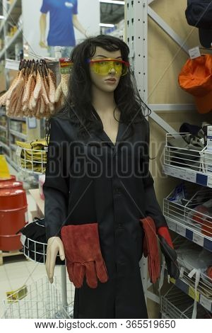 Brest, Republic Of Belarus. 01/04/2020. Female Mannequin In A Hardware Store. Large Store With A Bui