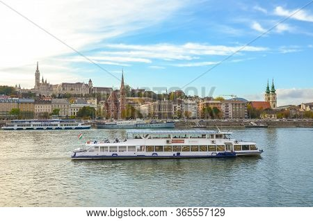 Budapest, Hungary - Nov 6, 2019: Beautiful Cityscape Of Budapest, Hungary. Fishermans Bastion And Th