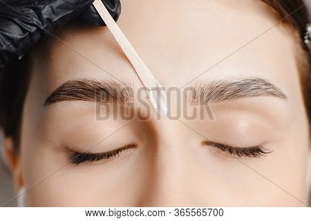 Master Wax Depilation Of Eyebrow Hair In Women, Brow Correction