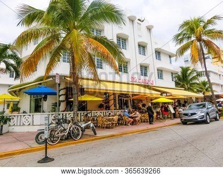 Miami, United States Of America - November 30, 2019: Carlyle Hotel At Ocean Drive In Miami Beach, Fl