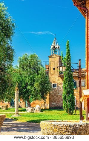 Provincial Museum Of Torcello Museo Provinciale Di Torcello Building And Attila Throne Ancient Stone