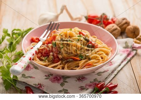 spaghetti with fresh tomatoes capers garlic and nuts