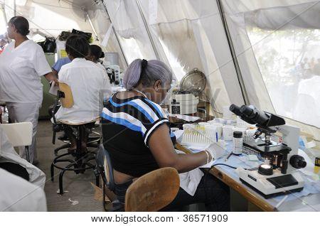 provisorische pathologischen Labor in Haiti.