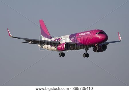 Budapest / Hungary - October 6, 2018: Wizz Air Airbus A320 Ha-lwz Passenger Plane Arrival And Landin