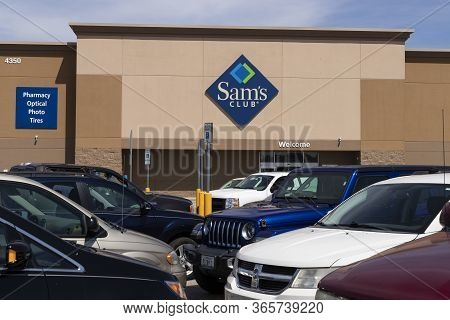 Terre Haute - Circa May 2020: Sams Club Warehouse. Sams Club Is A Chain Of Membership Only Stores Ow
