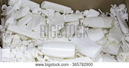 White Plastic Scrap Form Extrusion Blow Moulding Process