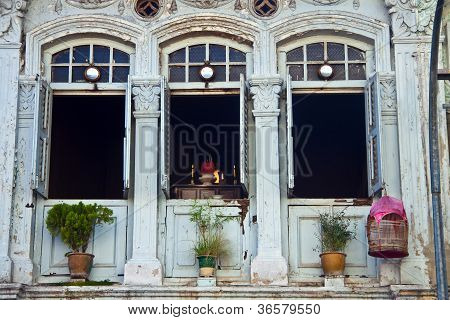 View of the windows in Little India in Singapore .