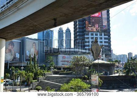 Quezon City, Ph - Dec 8 - Edsa Shrine On December 8, 2018 In Quezon City, Philippines. Edsa Shrine I