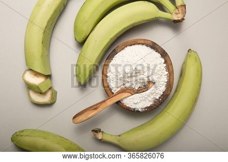 Raw And Dried Green Bananas, Plantain Flour, Resistant Flour, Prebiotic Food, Gut Health. Banana Flo