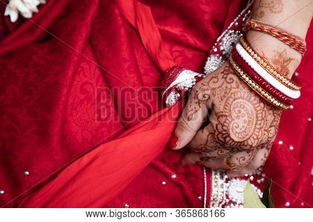 Bride In A Red Sari. Beautiful Traditional Indian Wedding Ceremony. Brides Hand Is Decorated With Me