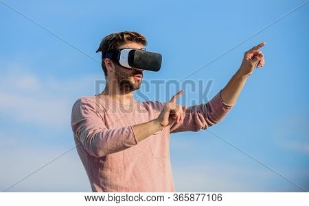 Macho Man Wear Wireless Vr Glasses.. New Word Of Virtual Reality. Digital Future And Innovation. Guy