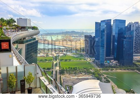 Singapore - May 3, 2018: Skypark Observation Deck At Marina Bay Sands Hotel Overlooking Infinity Poo