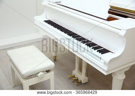 Close Frontal . The Piano Was Set Up In The Music Room To Allow The Pianist To Rehearse Before The C