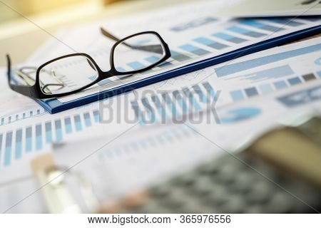 Financial Report- Business Accounting Working And Analyzing Financial Documents Analytics Statistics