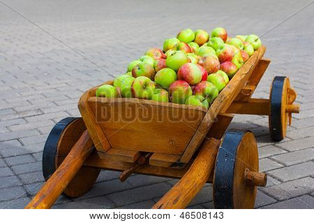 Vintage carriage full of apples