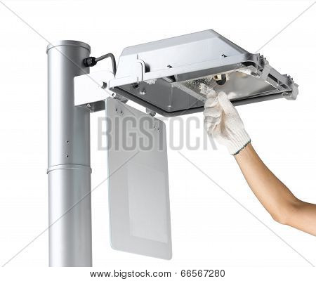 A man replacing the save energy light tube