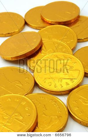 Gold coin chocolates, scattered