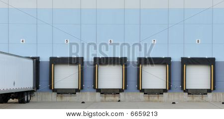 Trucking loading dock