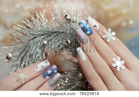 Manicure with snowflakes.