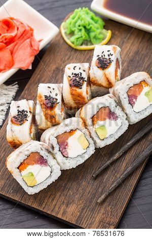 Sushi roll with salmon, tuna and eel