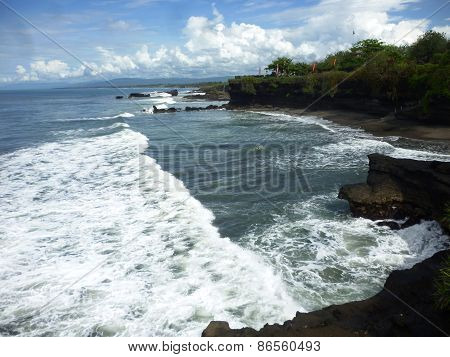 scenery tanah lot temple